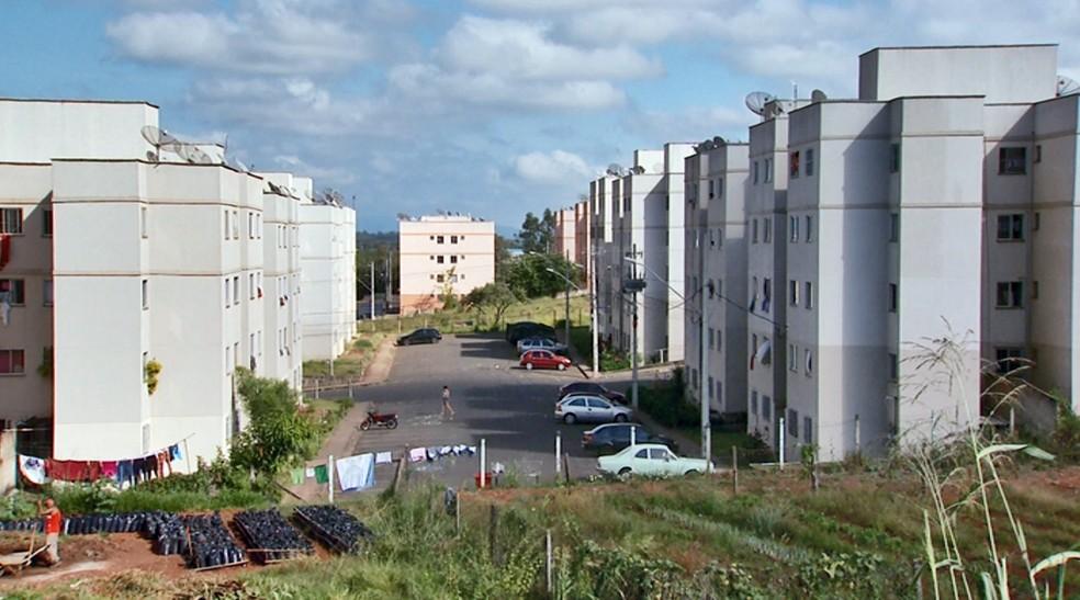 Homem que foi executado morava em conjunto de prédios em Alfenas — Foto: Reprodução EPTV