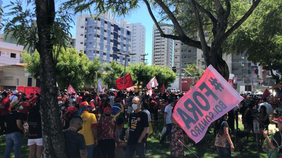Natal, RN, 9h40: Na praça das Flores, manifestantes pediam saída de Bolsonaro do cargo de presidente  — Foto: Geraldo Jerônimo/Inter TV Cabugi