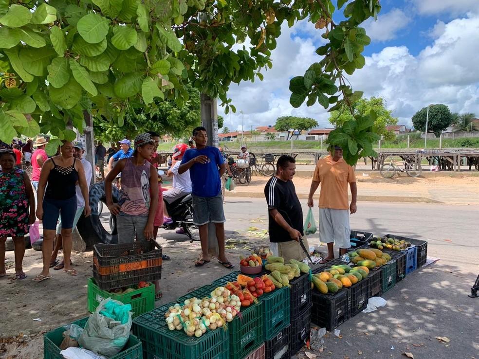 Feirantes terão de adotar medidas de segurança para voltar às atividades — Foto: Anna Alyne Cunha /Inter TV Cabugi