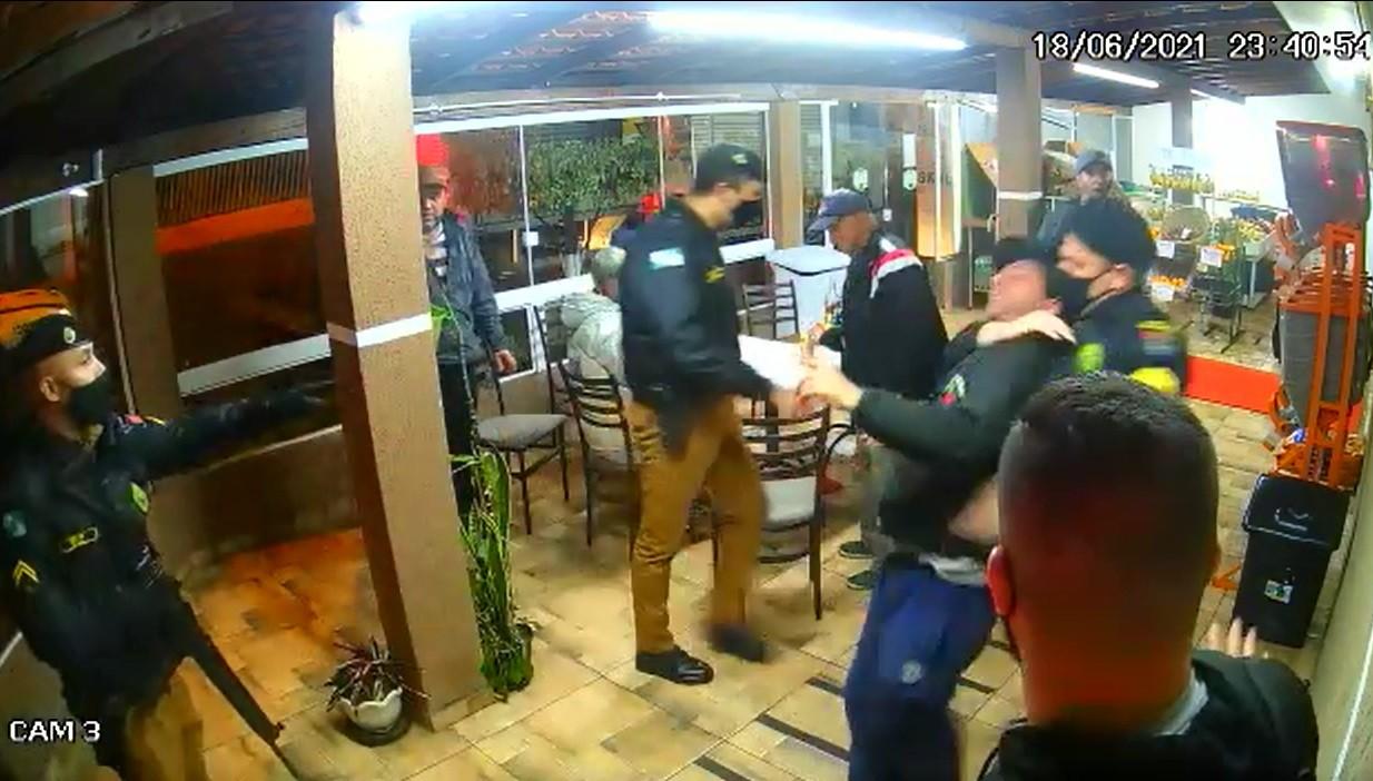 Família acusa PM de truculência durante abordagem em padaria de Curitiba