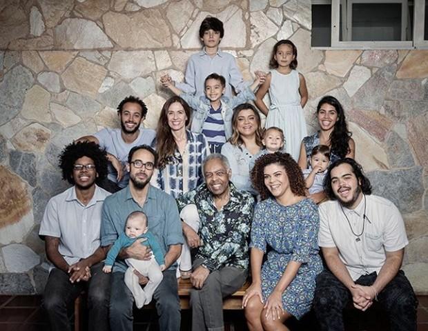 Gilberto Gil posa em família (Foto: Reprodução/Instagram)