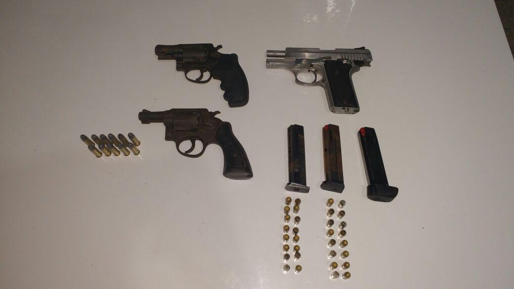 Agentes penitenciários apreendem três armas de fogo dentro de presídio no Recife