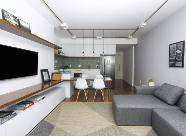 sala-sofa-tv-bancada-cadeira-marcenaria-neutro-clean (Foto: Andre Laiza/Divulgação)