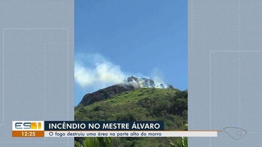 Incêndio atinge topo do Mestre Álvaro, na Serra, ES