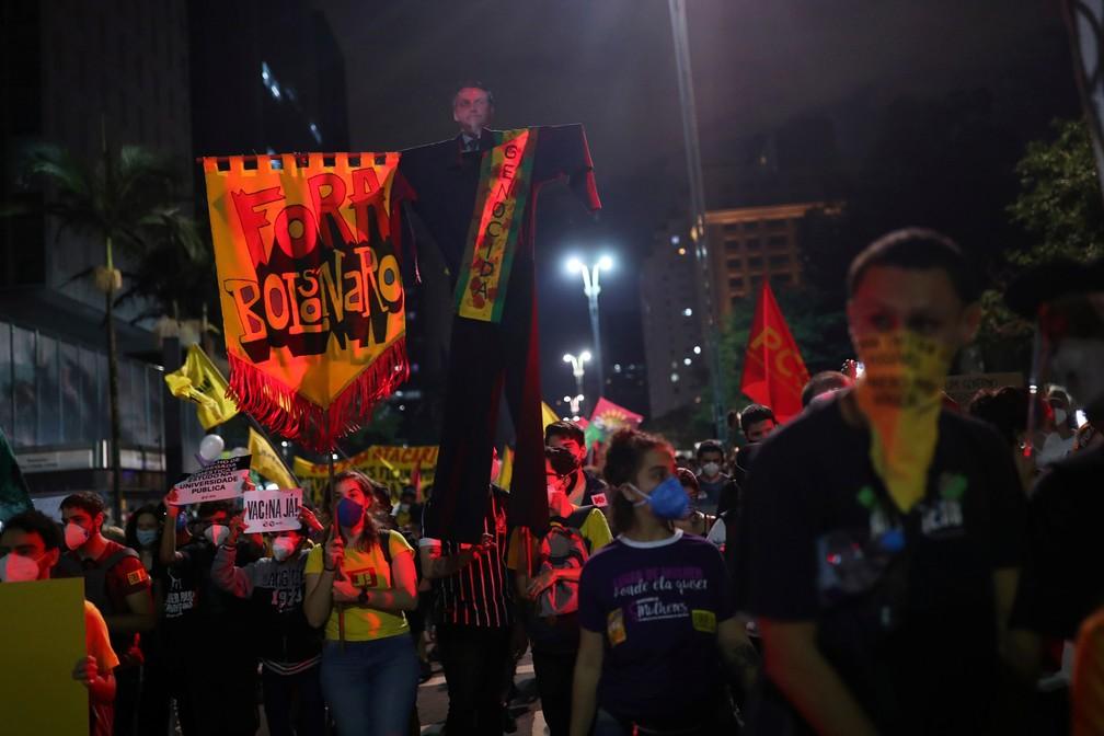 São Paulo - Manifestantes protestam contra o presidente Jair Bolsonaro neste sábado (29) — Foto: Amanda Perobelli/Reuters