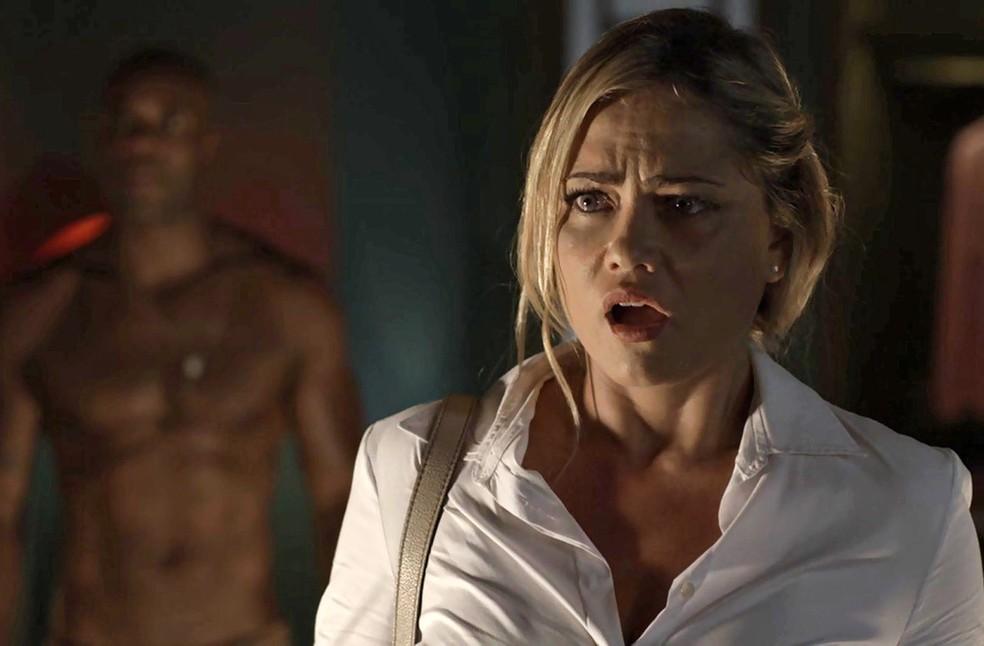 Suzy fica arrasada ao ver o marido (Foto: TV Globo)