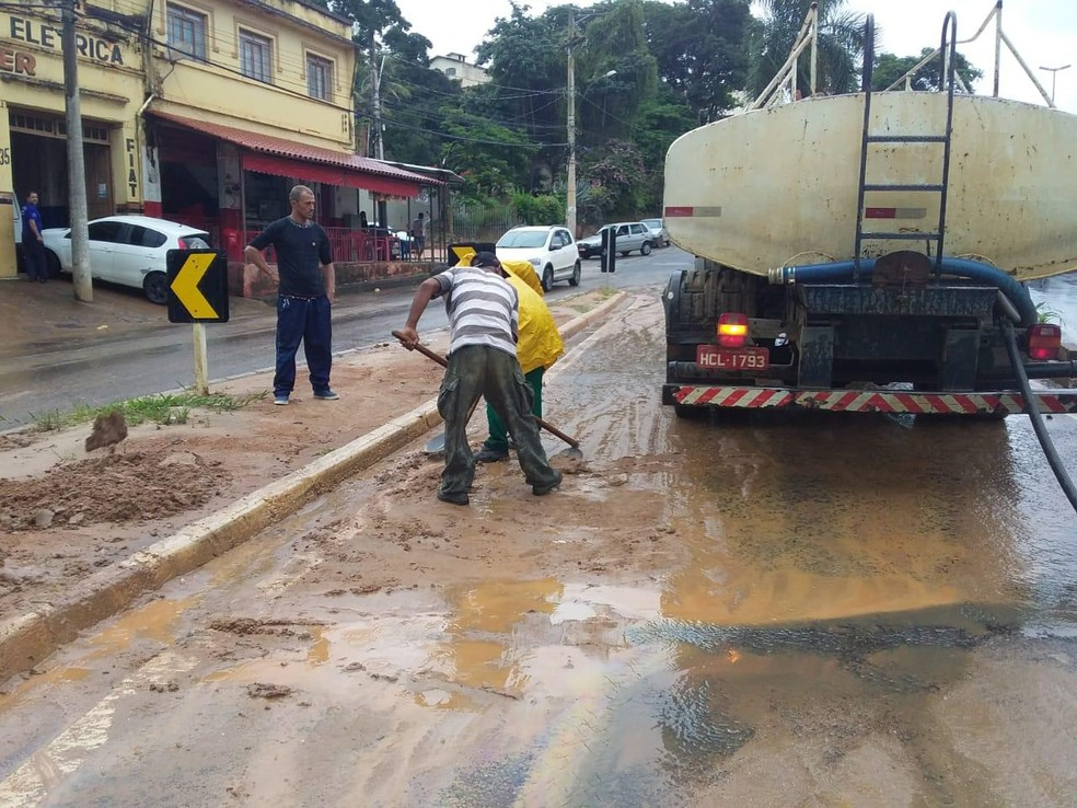 Ruas de Caratinga foram limpas neste domingo (26) — Foto: Prefeitura de Caratinga/Divulgação