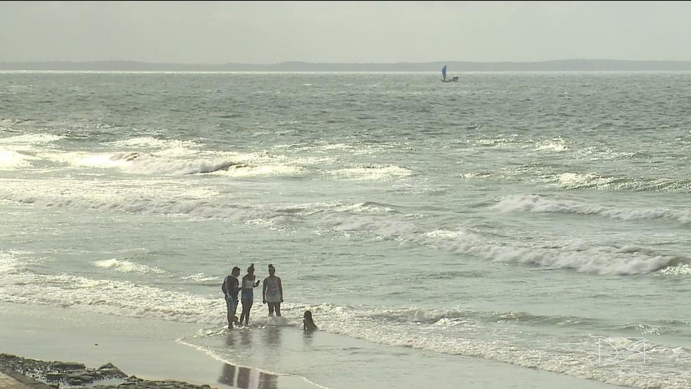 Laudo apontou que ao menos duas praias de São Luís estão com todos os pontos impróprios ao banho (Foto: Reprodução/TV Mirante)