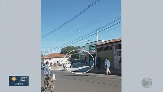 Dupla é presa ao fazer funcionários de farmácia reféns durante assalto em Cajuru, SP