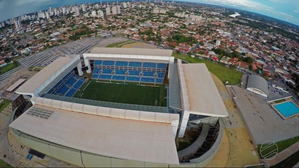 Arena Pantanal, que sediou quatro jogos da Copa do Mundo, não foi concluída até hoje (Foto: Reprodução/TVCA)