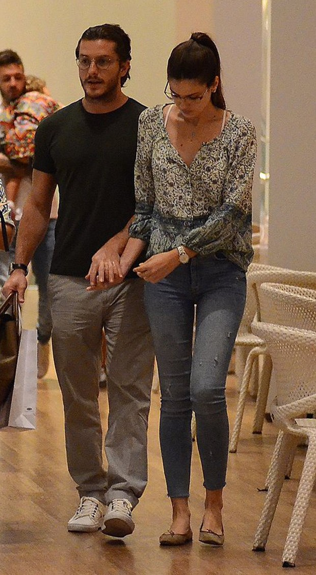Camila Queiroz e Klebber toledo  (Foto: WEBERT BELICIO / AGNEWS)