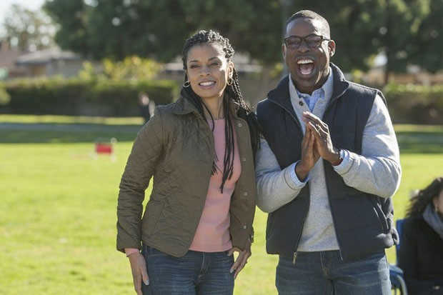 THIS IS US -- Pilot -- Pictured: (l-r) Susan Kelechi Watson as Beth, Sterling K. Brown as Randall -- (Photo by: Ron Batzdorff/NBC) (Foto: Ron Batzdorff/NBC)