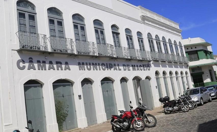 Câmara de Vereadores torna lei distribuição gratuita de absorvente menstrual a estudantes da rede municipal de Maceió