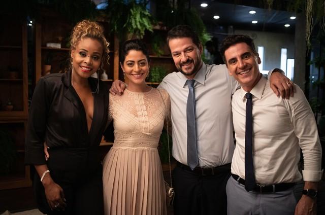 Roberta Rodrigues, Carol Castro, Marcelo Serrado e Marcelo Laham (Foto: Aline Arruda)