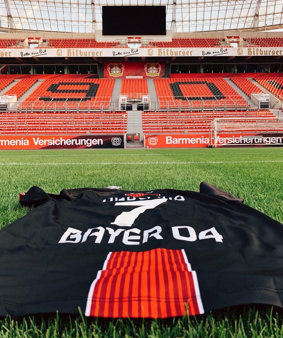 Paulinho usará a camisa 7 no Leverkusen (Foto: Reprodução/Twitter)