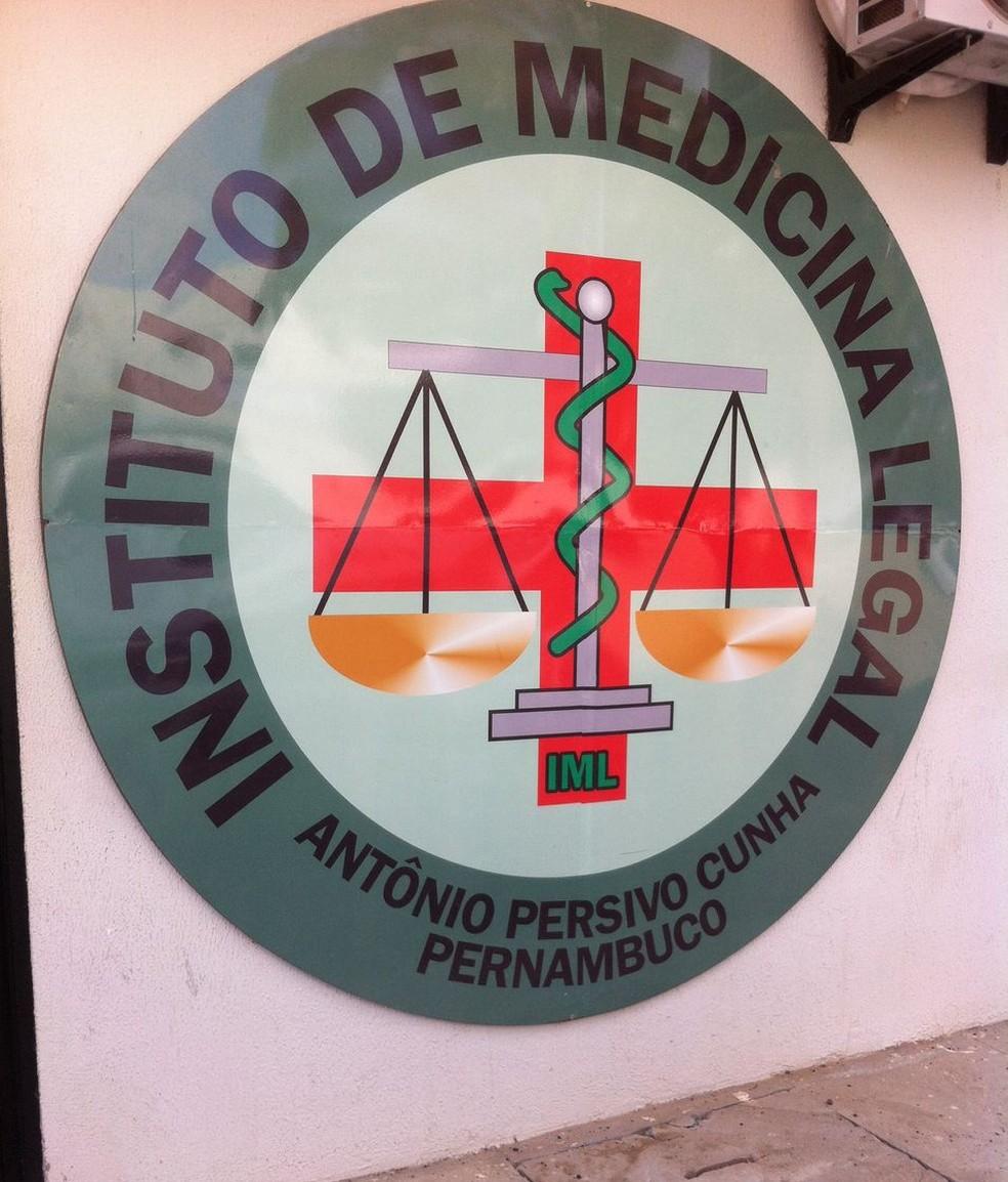 O corpo da vítima foi levado para o IML de Petrolina (Foto: Leciane Lima / TV Grande Rio)