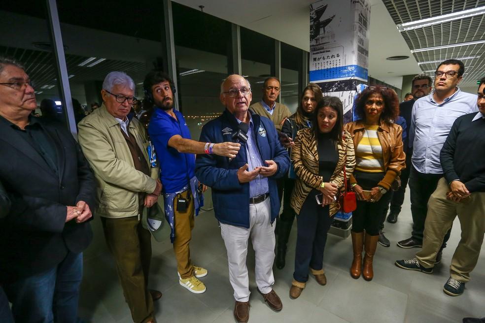 Presidente Romildo Bolzan Jr. ressaltou importância de Sant'Ana para o clube (Foto: Lucas Uebel / Grêmio, DVG)