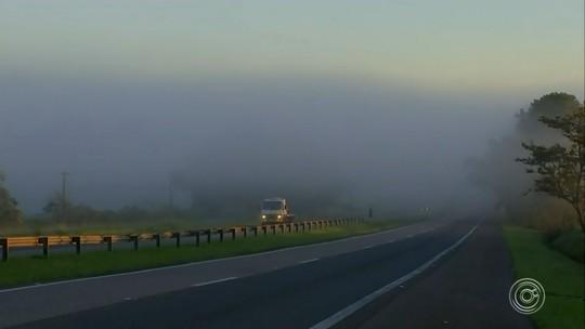 Dia amanhece com forte neblina na região de Itapetininga