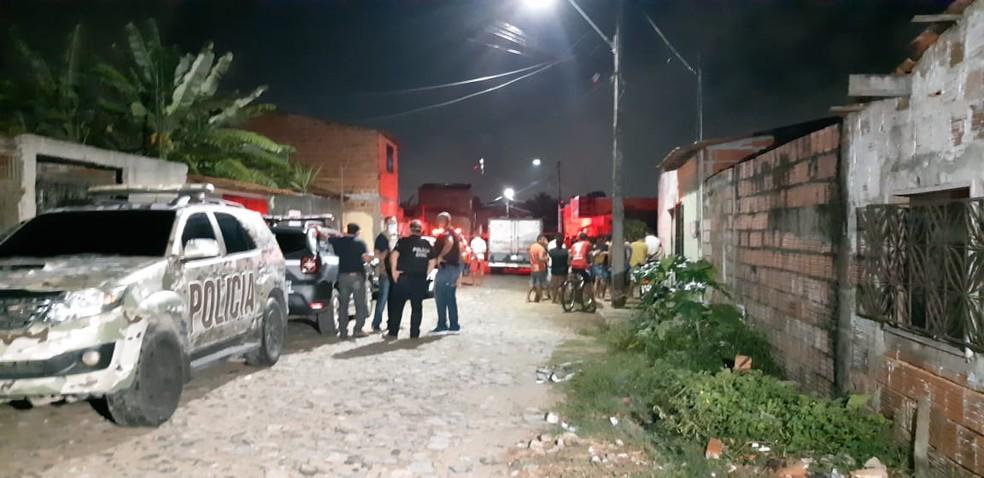 Chacina no Bairro Parque Soledade, em Caucaia, deixou quatro mortos: índices na cidade chamam atenção de estudiosos — Foto: Leábem Monteiro/SVM