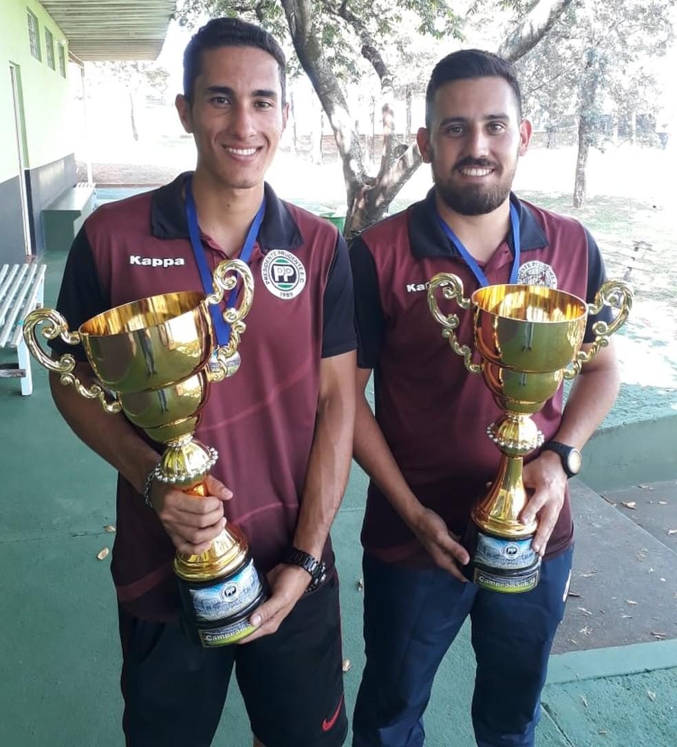 Luis Felipe (à esq.) trabalhou no PPFC, ao lado de Gustavo Amaral (à dir.), que segue no clube — Foto: Mateus Grosso / Cedida