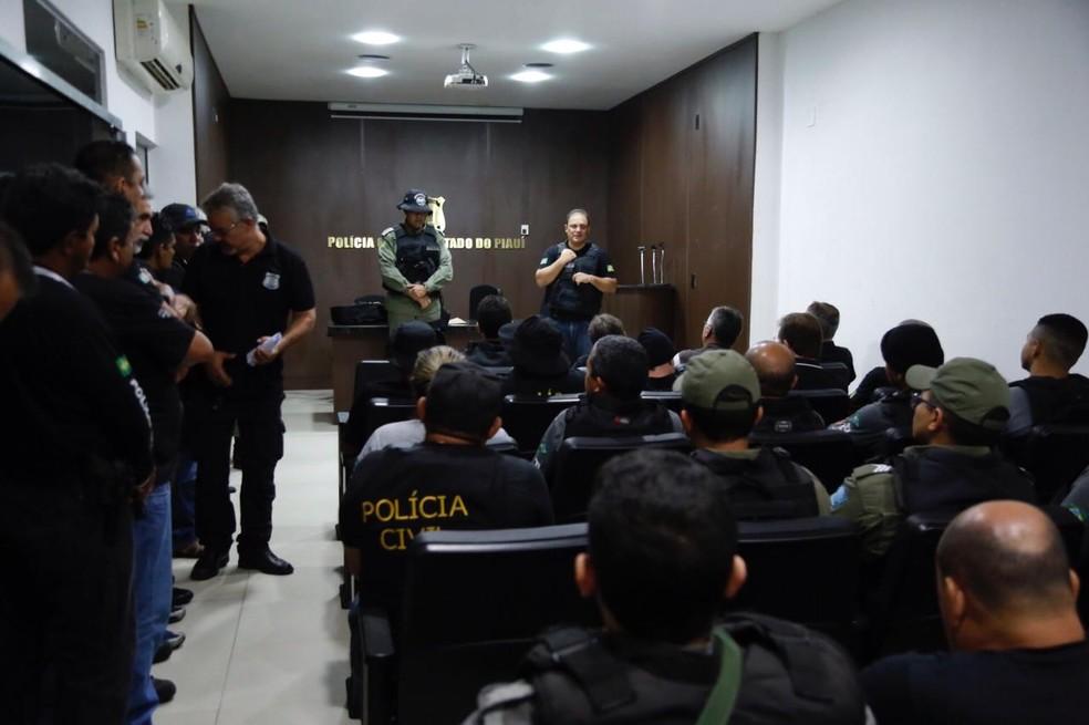 Cerca de 50 policiais civis participaram da Operação Rapinagem (Foto: Divulgação)