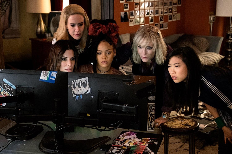 Sandra Bullock, Cate Blanchett, Sarah Paulson, Rihanna, e Awkwafina em Oito Mulheres e Um Segredo (2018) (Foto: Divulgação)