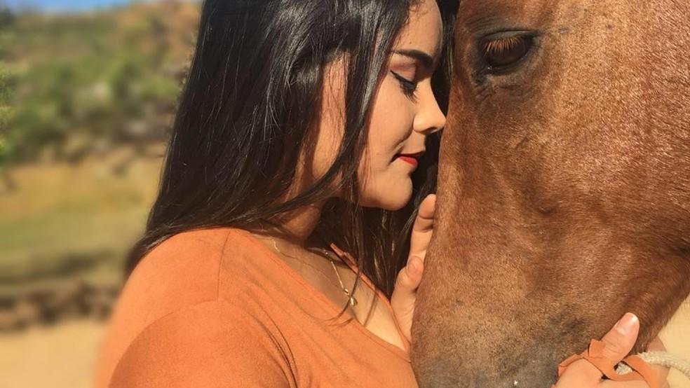 Universitária Danielle Oliveira Silva foi encontrada morta, despida, nas proximidades do sítio da família, em Pedra Branca — Foto: Arquivo Pessoal