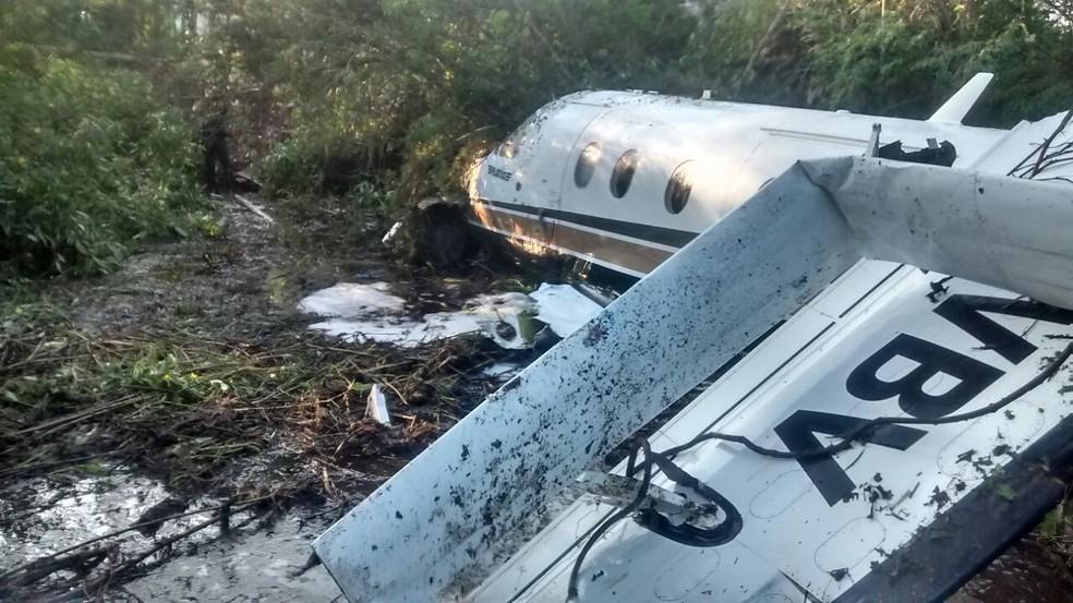 Impacto foi amortecido pelo tipo de solo onde avião parou (Foto: Polícia Ambiental/Divulgação)