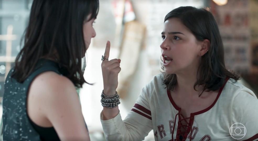 Keyla (Gabriela Medvedovski) briga com Lica (Manoela Aliperti) em 'Malhação - Viva a Diferença' — Foto: Globo