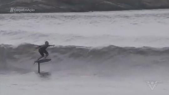Conheça o Hydrofoil, esporte que permite 'voar' pelas águas