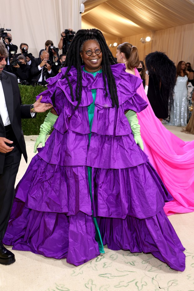 NEW YORK, NEW YORK - SEPTEMBER 13: Whoopi Goldberg attends The 2021 Met Gala Celebrating In America: A Lexicon Of Fashion at Metropolitan Museum of Art on September 13, 2021 in New York City. (Photo by John Shearer/WireImage) (Foto: WireImage)