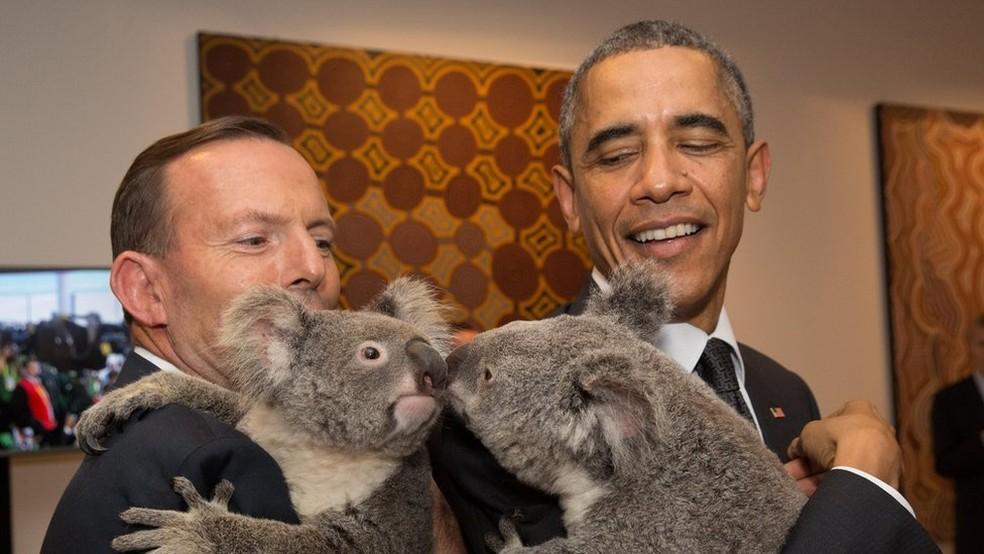 Autoridades estrangeiras muitas vezes são 'recebidas' com coalas como parte da diplomacia da Austrália  (Foto: Getty Images)