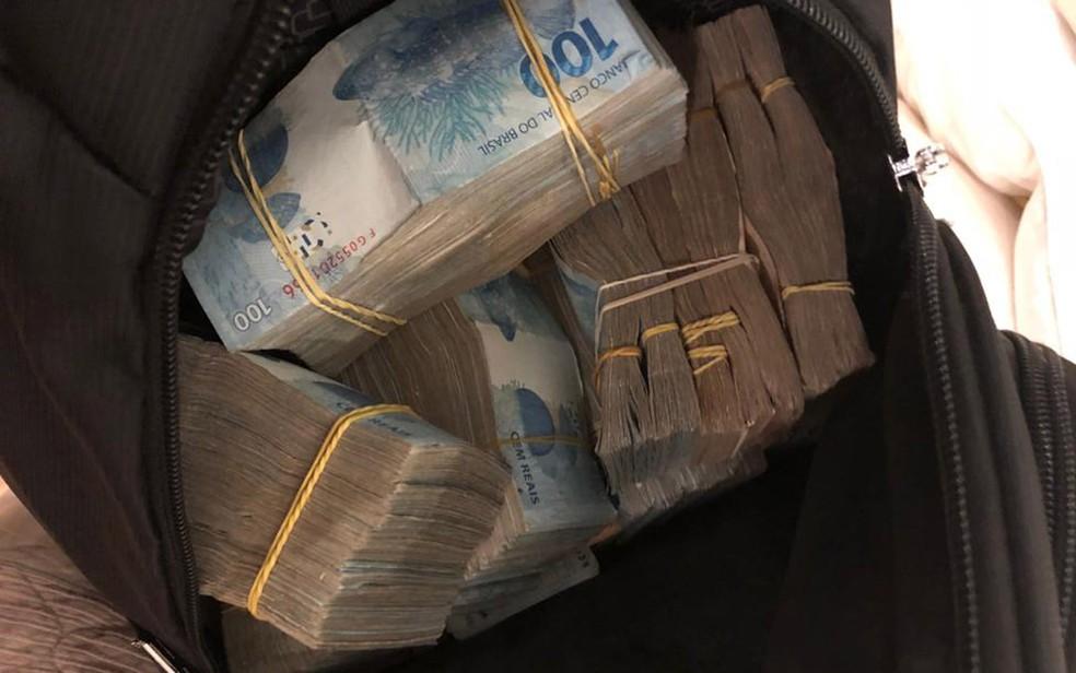 Maços de dinheiro apreendido durante Operação Sustentação, em SP �- Foto: Divulgação/Deic