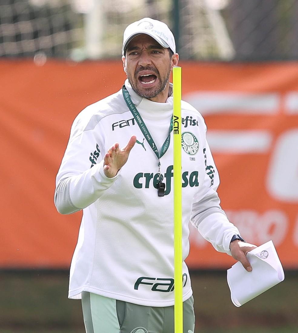 Abel Ferreira durante treino do Palmeiras na Academia de Futebol — Foto: Cesar Greco