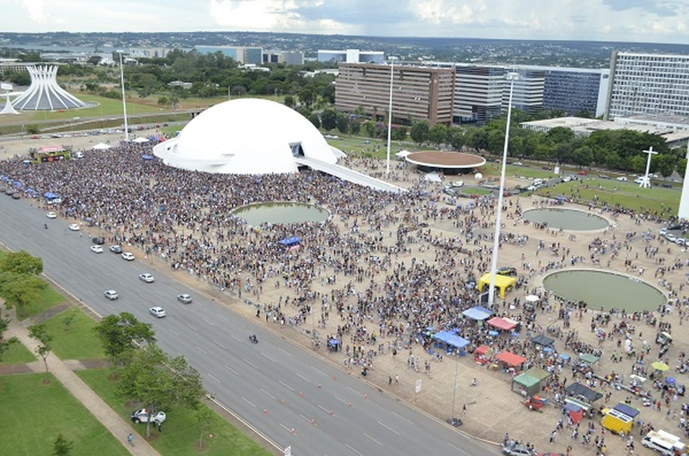 Bloco de pré-carnaval Quem Chupou Vai Chupar Mais na área externa do Museu Nacional da República em Brasília — Foto: Polícia Militar/Divulgação