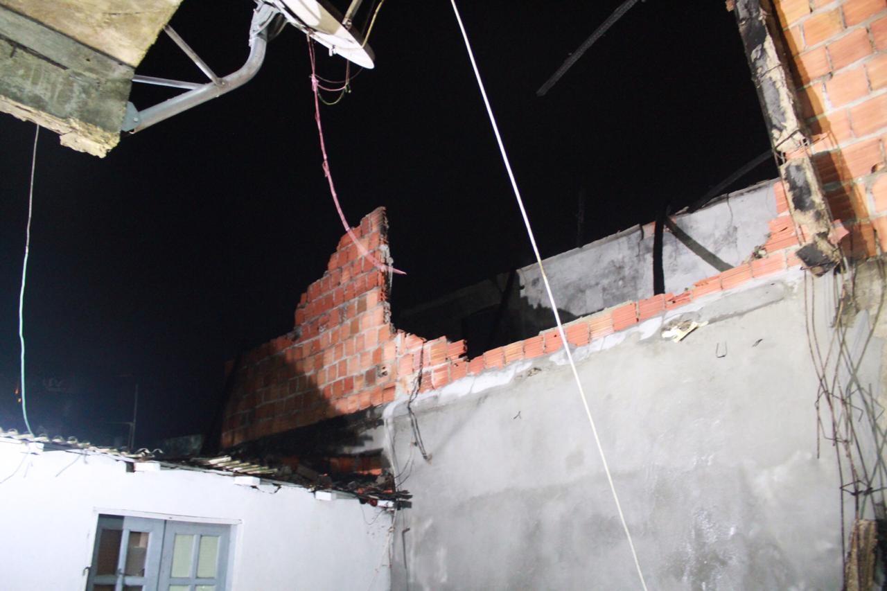 Paredes de casa desabam durante incêndio na Zona Norte de Manaus - Noticias