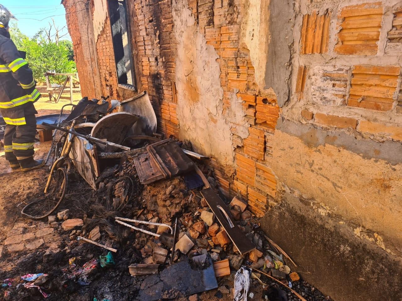 Incêndio destrói parte de residência em Tupã
