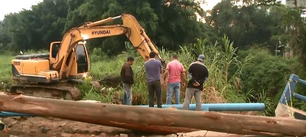 Rede provisória de abastecimento de água está sendo instalada no local  — Foto: NSC TV/Reprodução