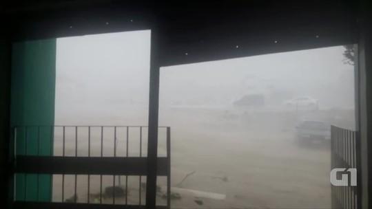 Ventos de cerca de 60 km/h derrubam placas, árvores e postes em Toritama, PE; veja vídeo