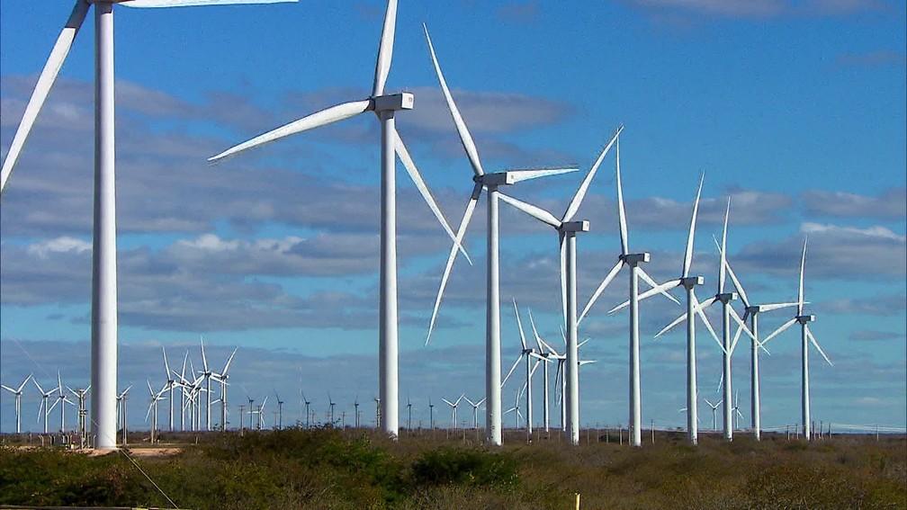 Energia eólica transforma a paisagem da Chapada do Araripe — Foto: Reprodução/Rede Globo