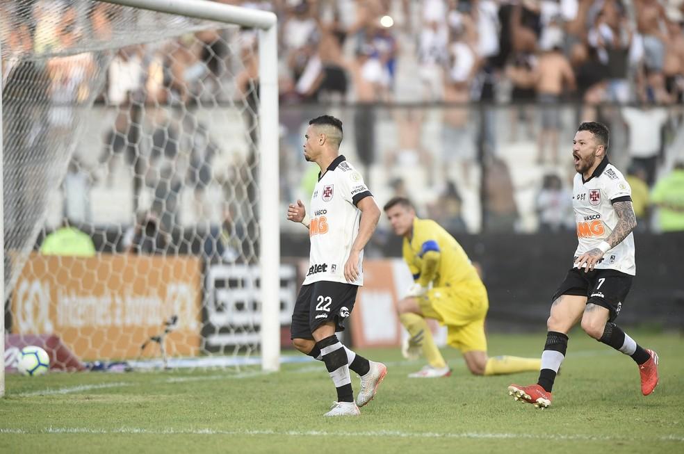 A comemoração de Pikachu após o gol sobre o Fortaleza — Foto: André Durão/GloboEsporte.com