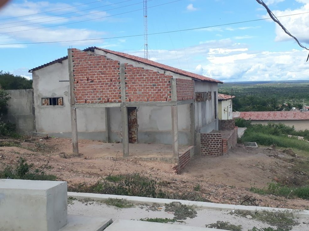 Delegacia em obra há 10 anos é ocupada por mãe e sete filhos no Piauí (Foto: Domingos José / Campo Maior em Foco)