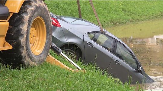 Corpo de motorista de carro que estava em lago de Curitiba é encontrado com marcas de tiros