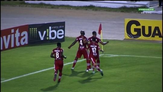 CRB vence confronto direto por 2 a 1, passa o Goiás e praticamente se livra da degola