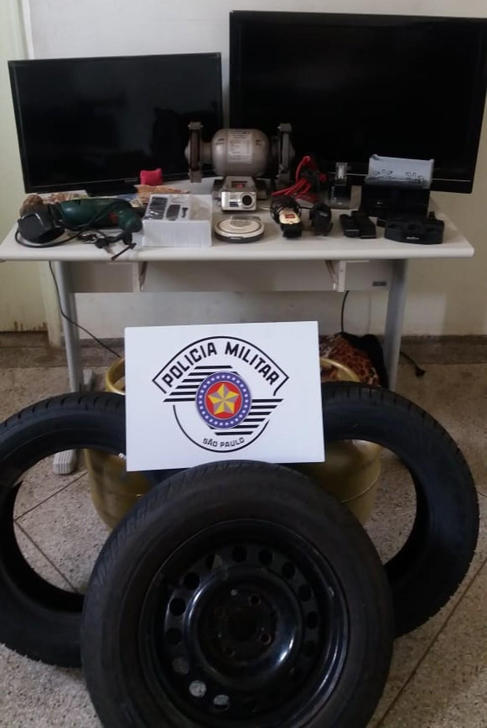 Produtos roubados foram recuperados pela PM — Foto: Cedida/Polícia Militar