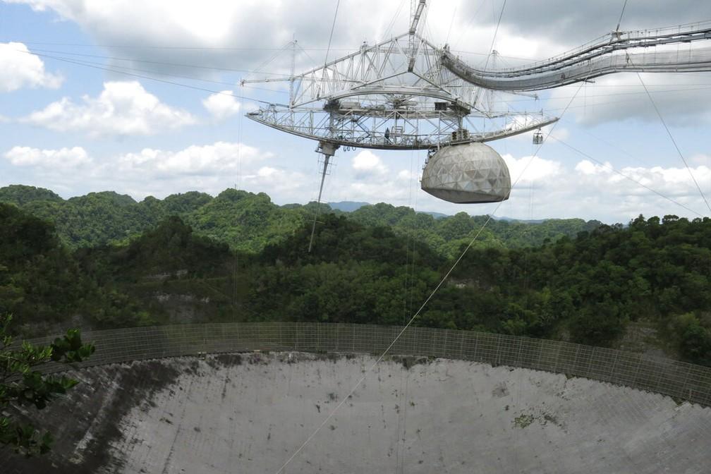 Vista do Observatório de Arecibo, um dos telescópios mais importantes do mundo, no dia 13 de julho de 2016 — Foto: Danica Coto/Arquivo/AP
