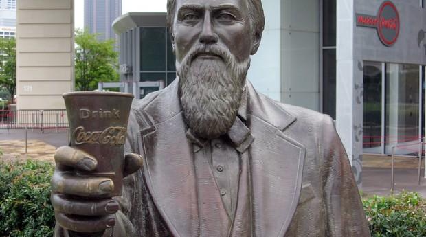 Estátua de John Pemberton (Foto: Wikicommons)