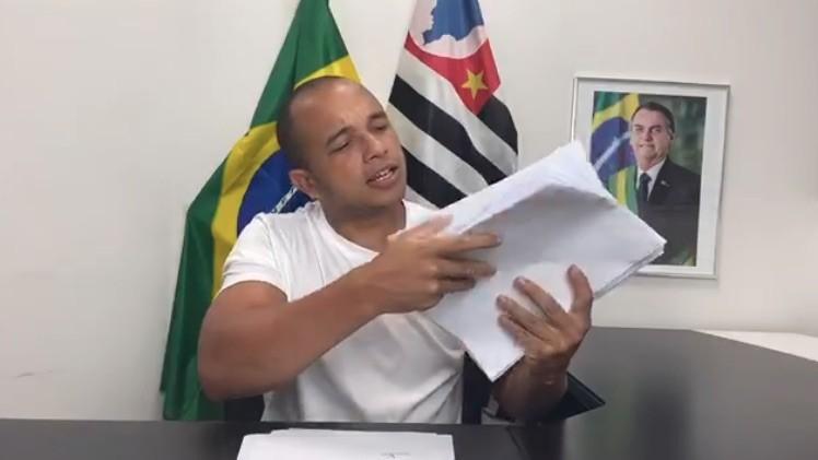 Deputado Douglas Garcia é novamente condenado a pagar R$ 20 mil de indenização por divulgar 'dossiê antifascista'