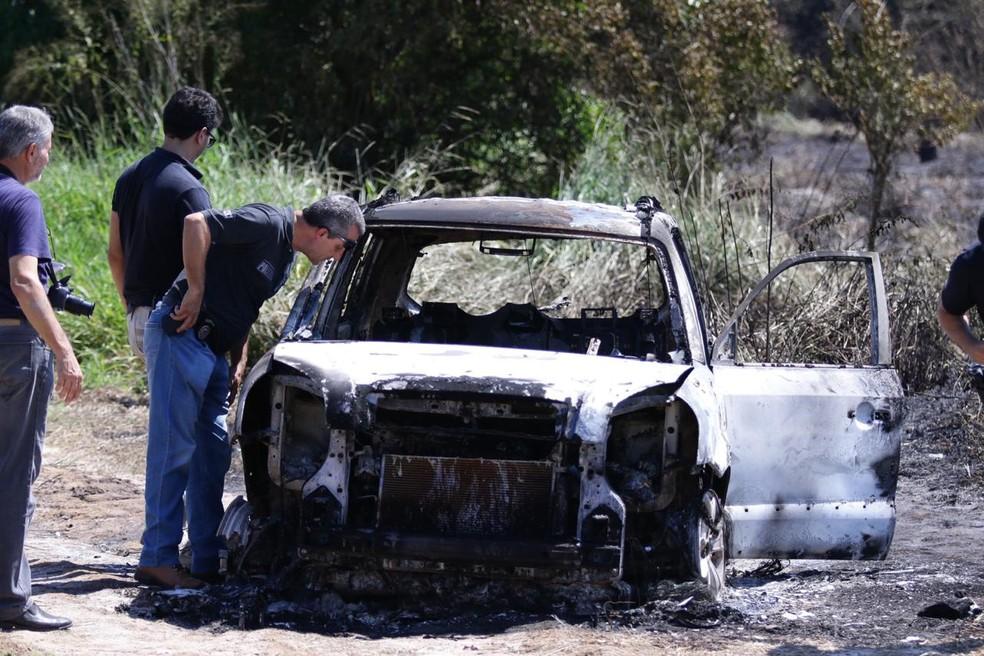 Polícia prende suspeitos matar homem achado carbonizado dentro de carro — Foto: J. Serafim/Divulgação