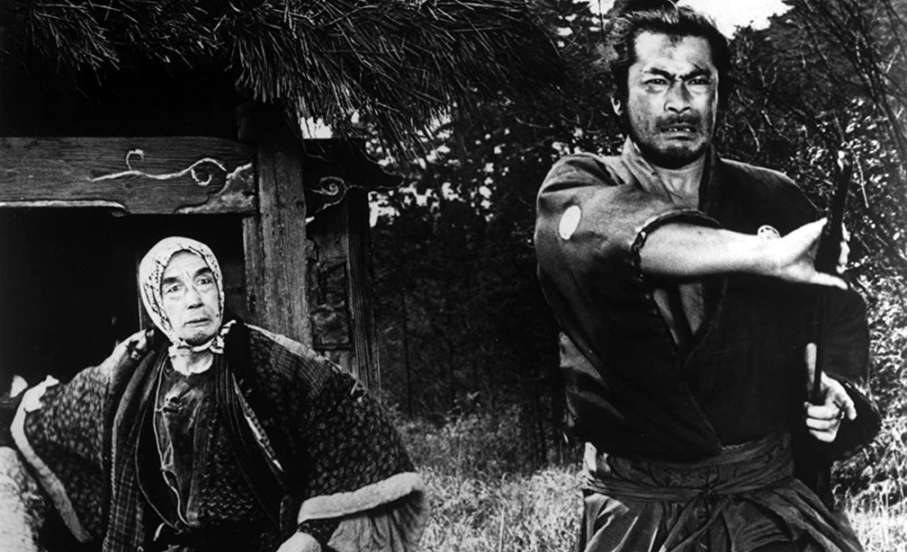 Watanabe Atsushi e Mifune Toshiro em cena de 'Yojimbo: O guarda-costas' — Foto: Reprodução